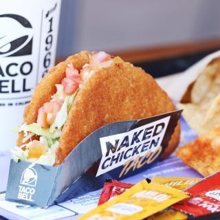 The chicken IS the shell 🤯🌮 and you NEED to try the Naked Chicken Taco now! 🤤 Who could resist a taco shell made out of craveable seasoned chicken crisped to perfection? Not us 🙅‍♀️🙅‍♂️